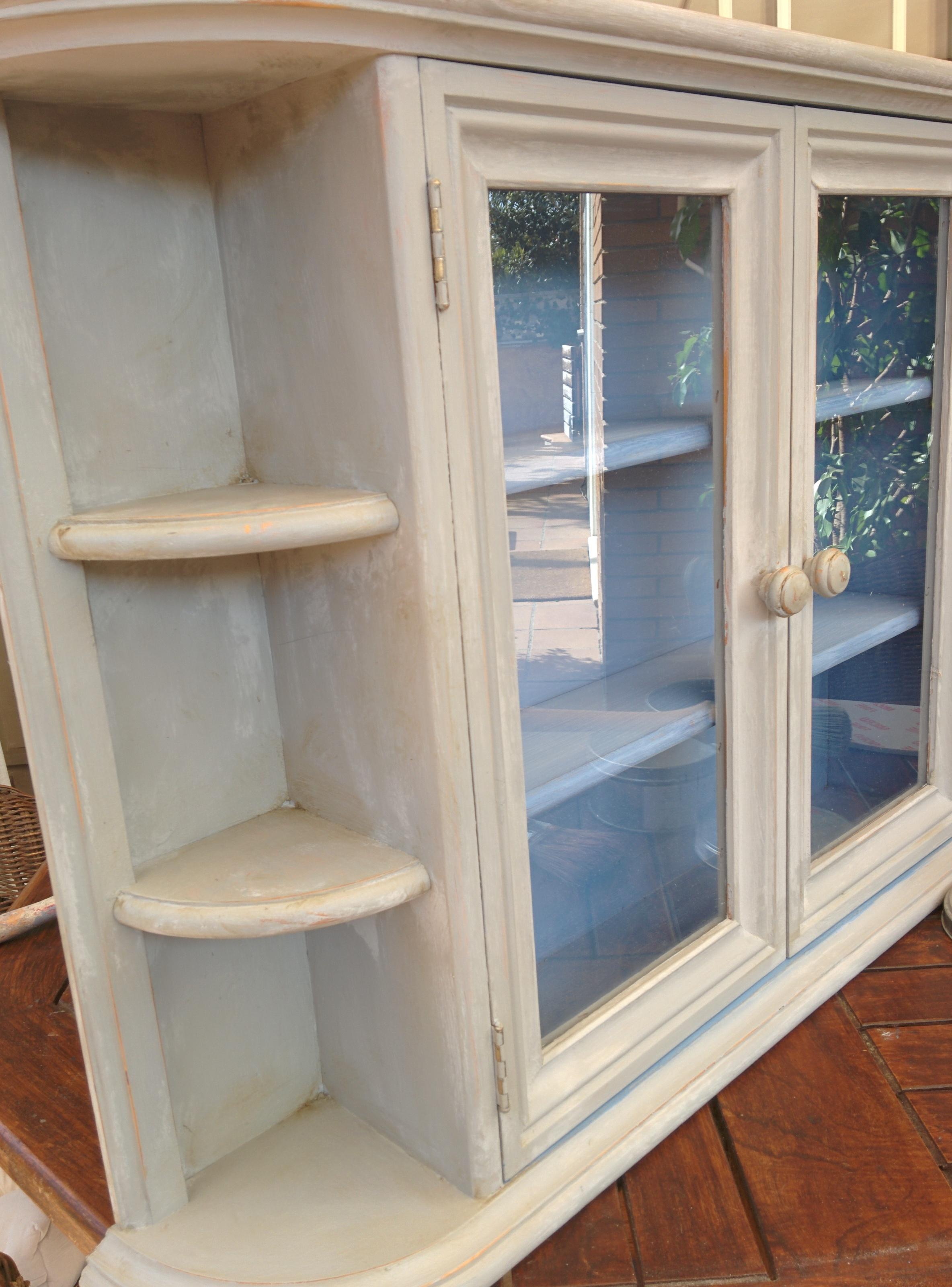 Vitrina pequeña/small cabinet
