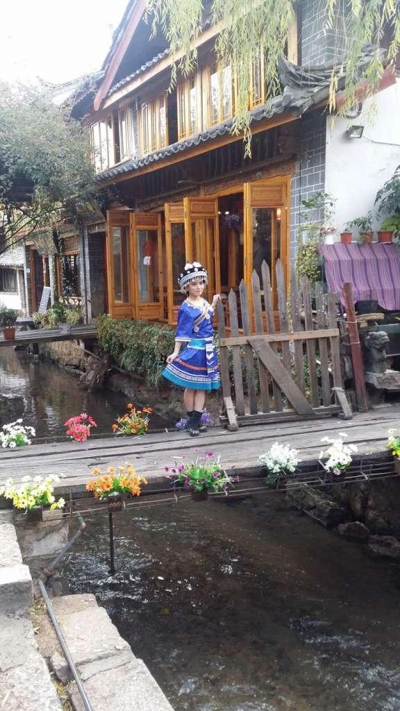 Novia china en el puente